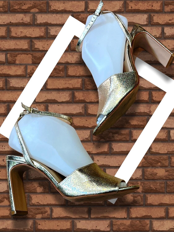 **HOY** Sandalias de tacón doradas STRADIVARIUS T38
