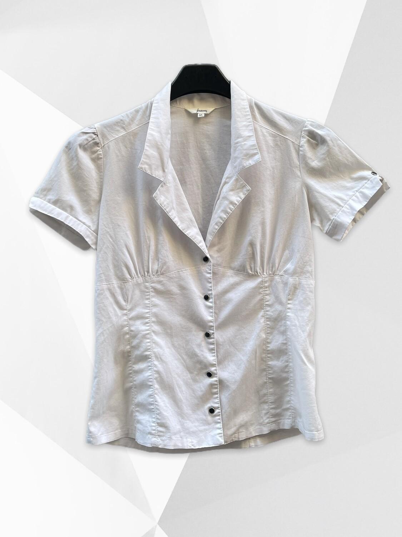 Camisa entallada blanca básica