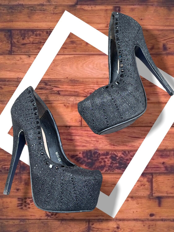Zapatos de tacón con brilli y tachas T37