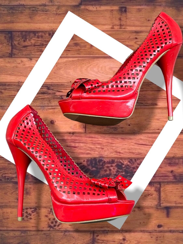 Zapatos de tacón caladitos con lazo T39