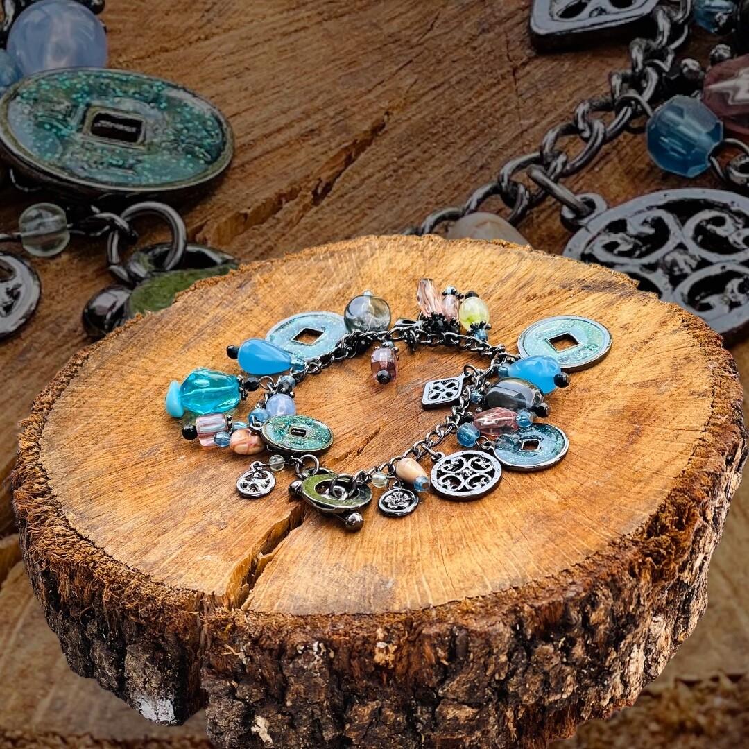 Pulsera charms y piedras
