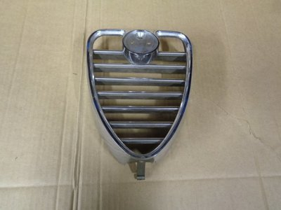 1750 Berlina Chrome Centre Heart Shaped Grille