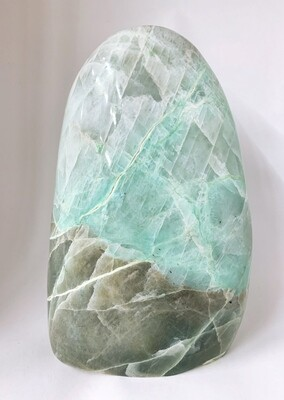 Menhir en pierre de lune verte