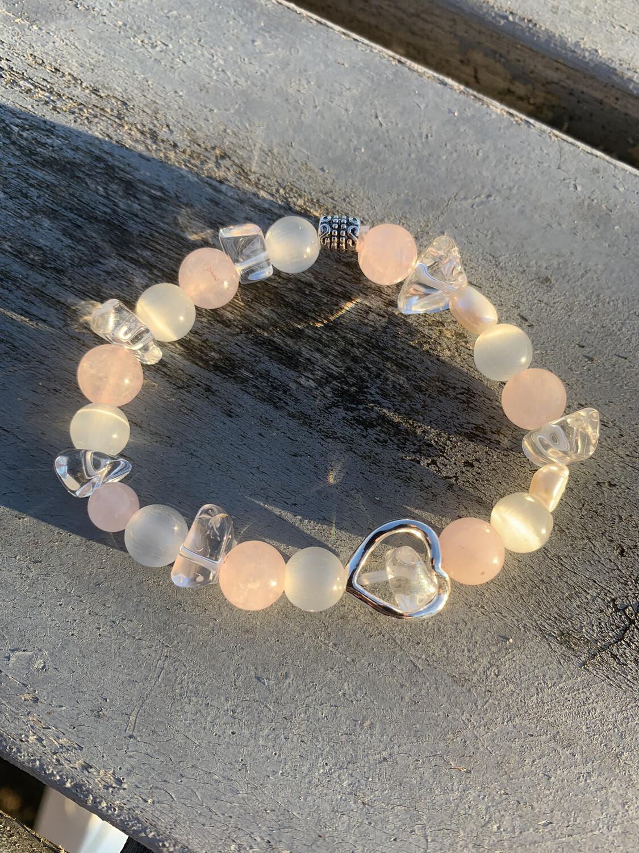 «Perle» bracelet Magique pour la douceur et l'amour.  Quartz Rose, Perle D'eau Douce, Cristal De Roche, Sélénite
