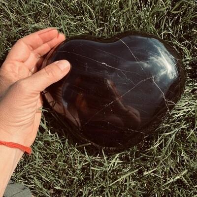 Coeur immense en tourmaline noire