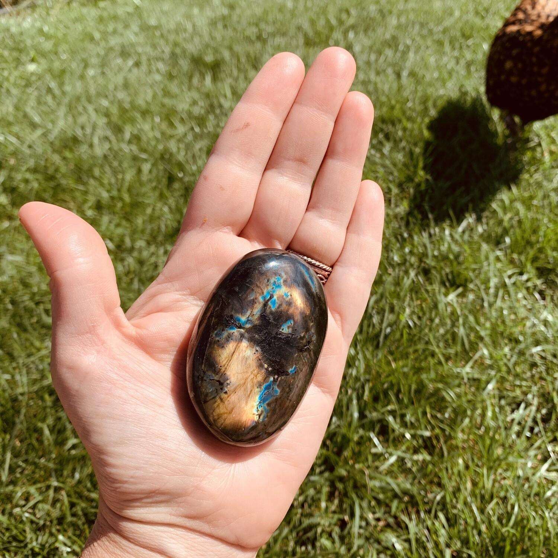 Labradorite (la poule Mirlaine n'est pas expédiée avec la pierre... ;) )