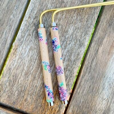 «Fleurs enchantees» baguette de sourcier créées par Mathilda Bays. Pièce unique