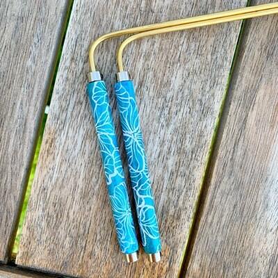 «Fleurs d'hawai» baguette de sourcier créées par Mathilda Bays. Pièce unique