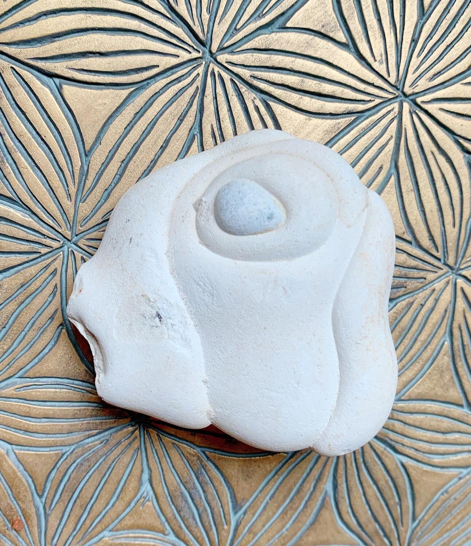 «Esprit des sables»  Menalite, pierre de la Déesse