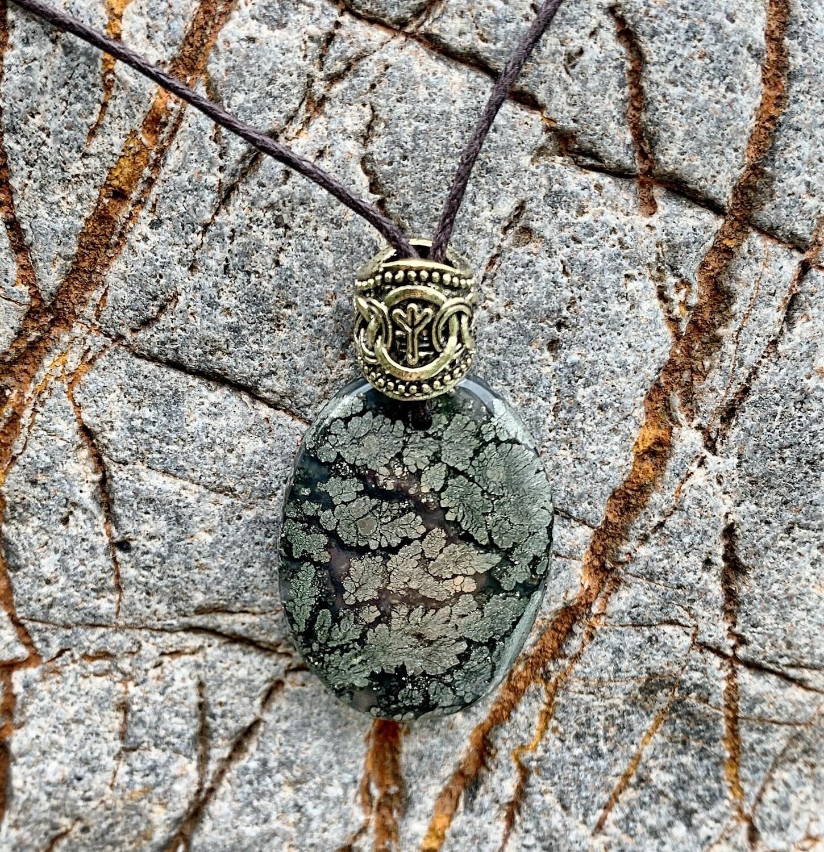 «Ancrer ma puissance dans la terre» marcassite, rune elhaz (antennes, ouvrir ses bras vers le ciel)