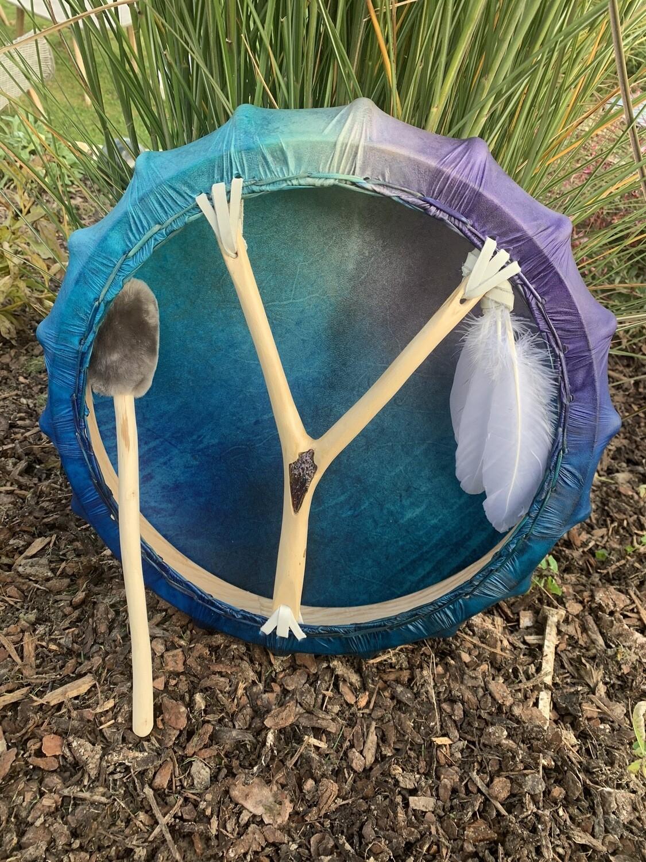 «Se laisser porter par la vie» appel des ondines pour ce tambour de pan avec plume de cygne