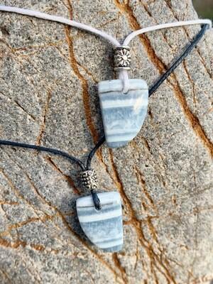 «Toi et moi» opale bleue . colliers pour deux / prix pour la paire