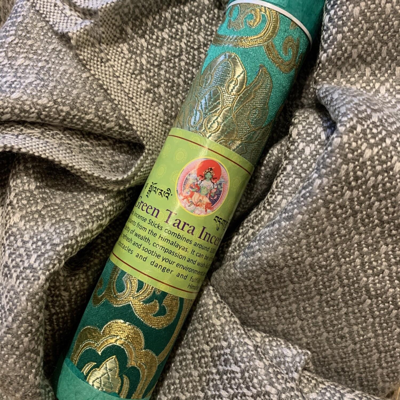 Pachmina 100% cachemire avec un paquet d'encens tibétains «Fee verte». Renversé entièrement au village de Gumda.