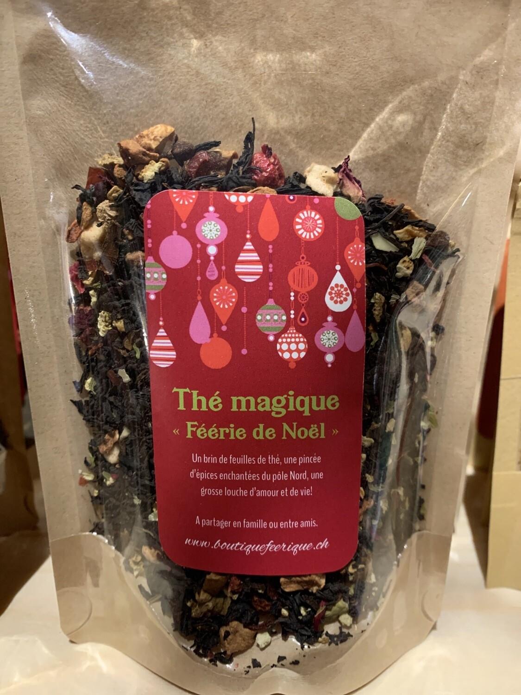Thé magique «féerie de Noël» . Un brin de feuilles de thé, une pincée d'épices enchantées du Pôle Nord, une grosse louche d'amour et de vie. A partager en famille ou entre amis!