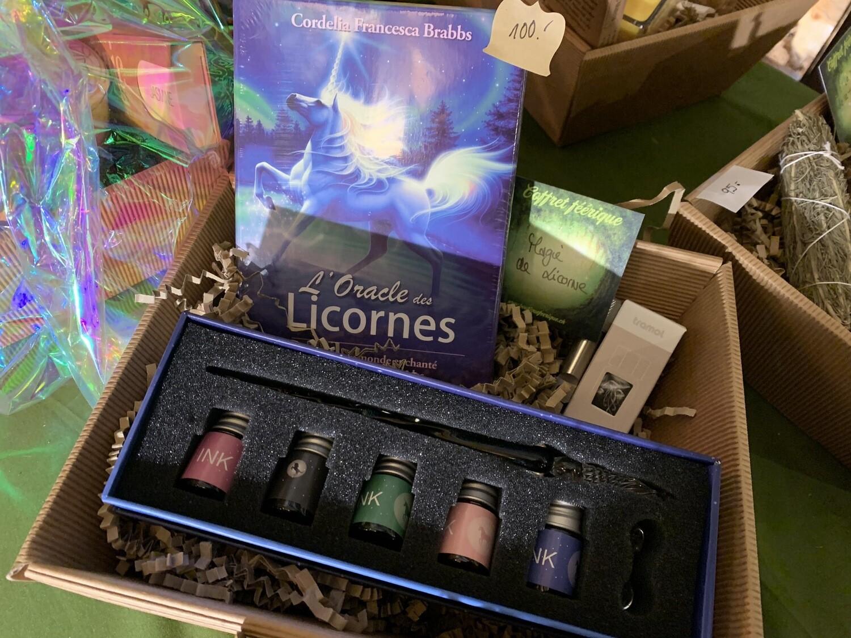 Coffret «magie de licorne» avec plume en verre licorne et encre invisible (avec lampe uv pour la voir) et oracle des licornes