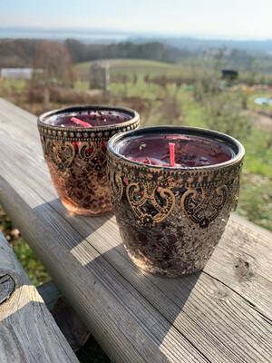 Bougie de l'enchanteresse pour accompagner la purification de lieu : énergie de Morgane. Avec Sang du dragon, myrrhe et grenat (dans la bougie)
