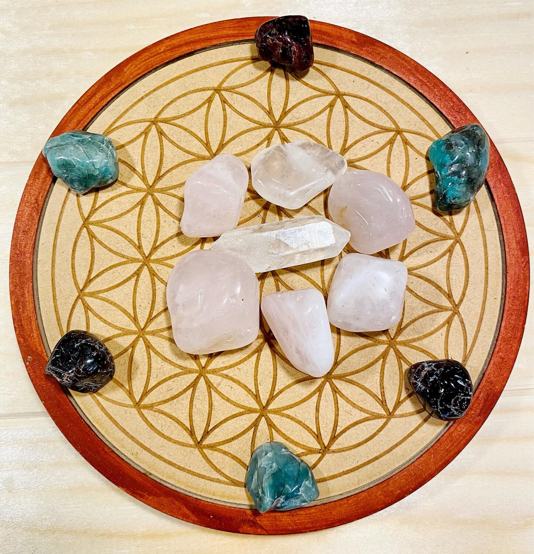 Recharge de cristaux selon la géométrie sacrée en bois precieux, cristaux compris