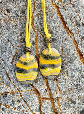 «Douceur et plaisir», jaspe abeille, Collier double pour amoureux ou amis, vendu par paire
