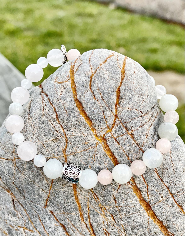 Bracelet «je suis amour» avec quartz rose, pierre de lune blanche
