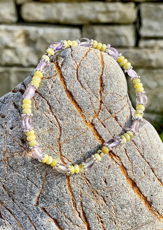 Bracelet «Ostarano 5» avec amethyste et lizardite pour les énergies de l'équinoxe de printemps