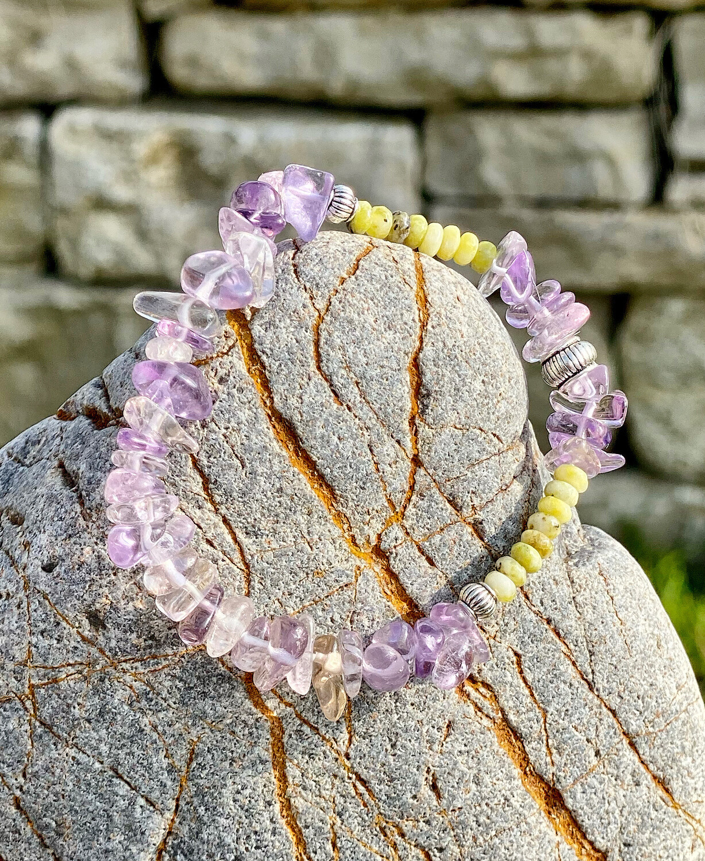 Bracelet «Ostarano 9» avec amethyste et lizardite pour les énergies de l'équinoxe de printemps