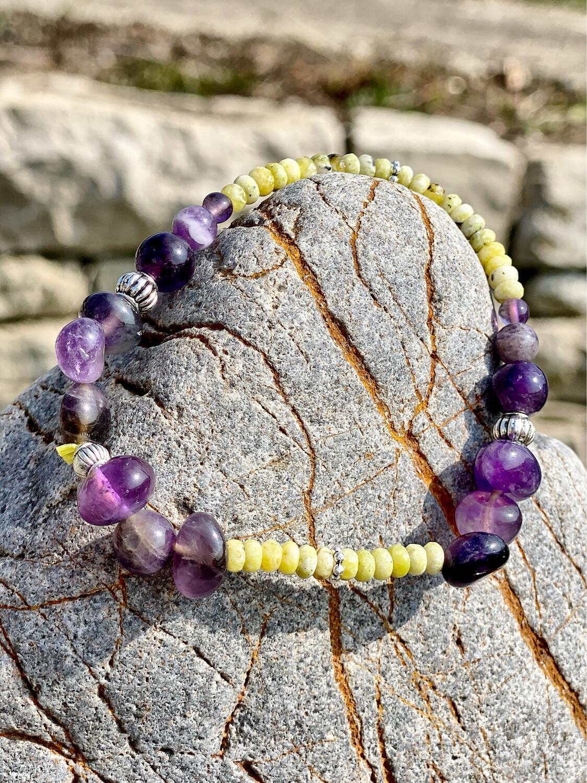 Bracelet «Ostara no 12» avec amethyste et lizardite pour les énergies de l'équinoxe de printemps