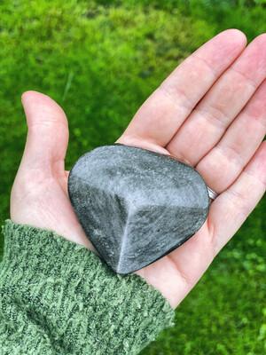 Obsidienne argentée symbole de centrage et reliance au féminin sacré n°38