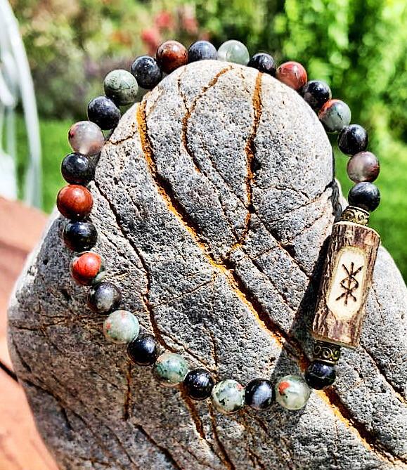 «Protection puissante» larvikite et pierre de sang avec sigil de protection