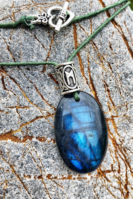 «La profondeur de ma spiritualité» Labradorite avec rune Mannaz