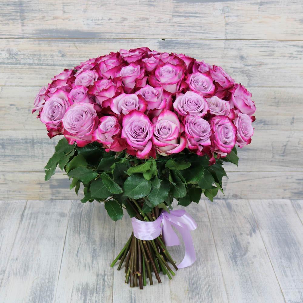 """Букет из 25 роз """"Дип перпл"""" 50 см высотой"""