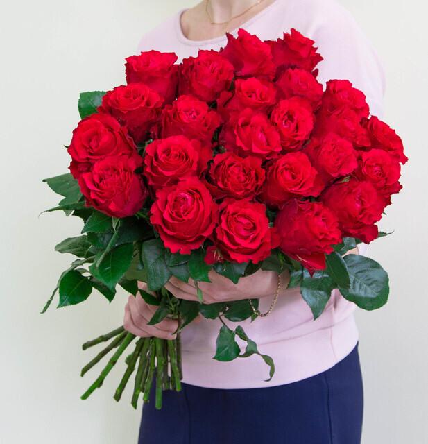 """Aкция Букет из 17 роз """"Альтамира"""" высотой 60 см"""
