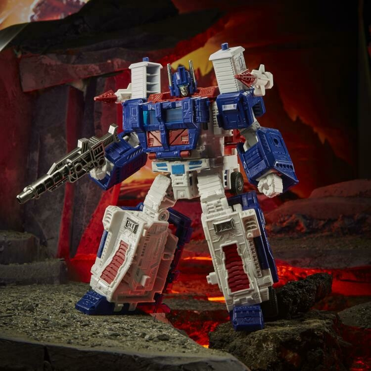 Transformers War for Cybertron: Kingdom Leader Ultra Magnus