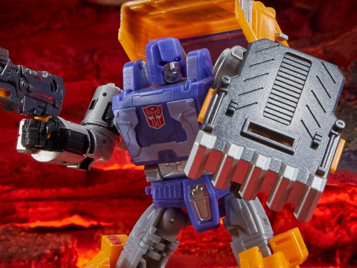 Transformers War for Cybertron: Kingdom Deluxe Huffer