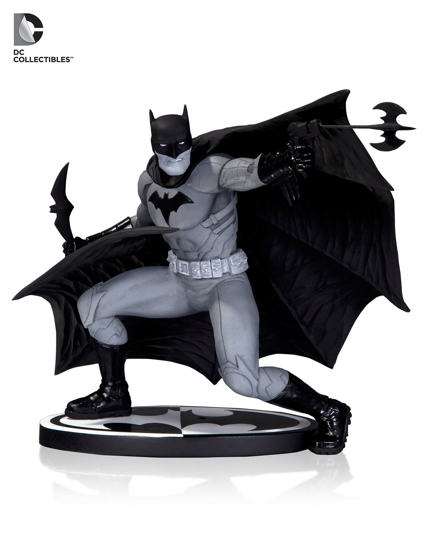 BATMAN BLACK & WHITE STATUE BY FRANCIS MANAPUL
