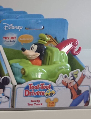 Disney Goofy Tow Truck Toot Toot