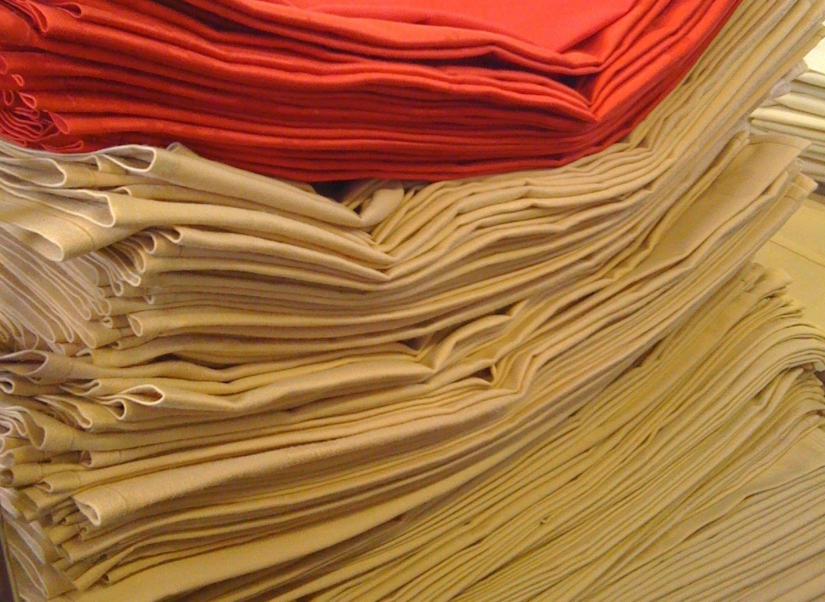 20x20 Napkins, Black or Ivory to hire