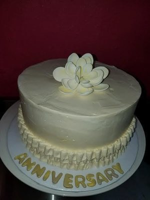 Buttercream Cake with Flower Top