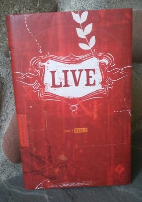 Tyndale Live Bible (box of 12)