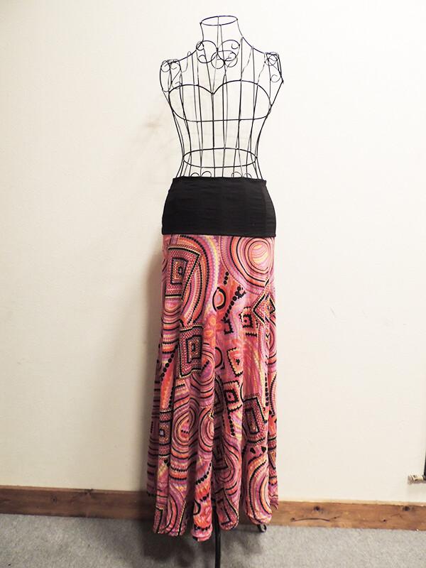 ピンクのフラクタル模様のロングスカート