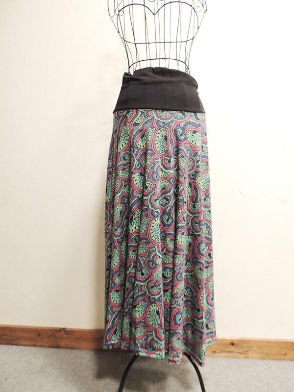 ペイズリー柄のロングスカート