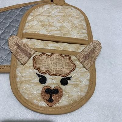 Llama oven mitt machine embroidery in the hoop design