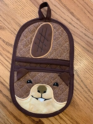beaver oven mitt embroidery in the hoop
