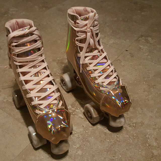 boxy toe guard and skate/shoe wings in Rose gold holographic