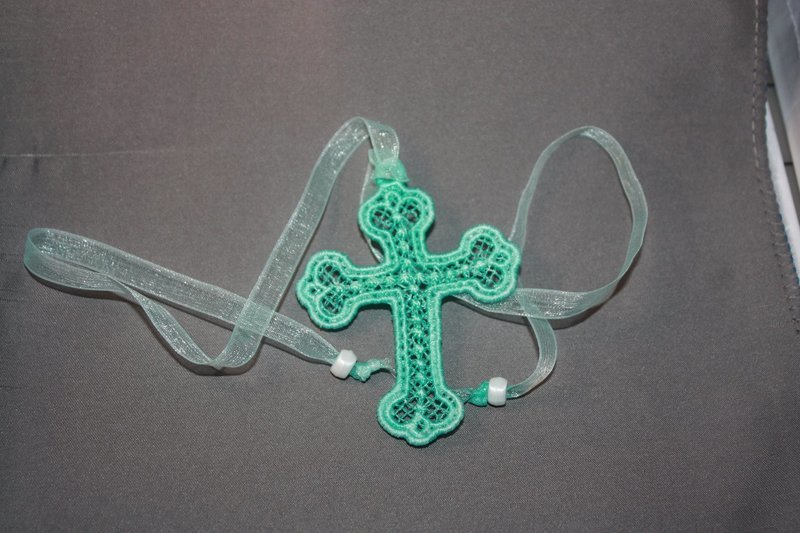 Lace bookmark in the hoop design