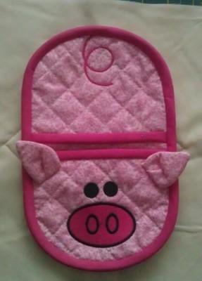 Piggy oven mitt machine embroidery in the hoop design