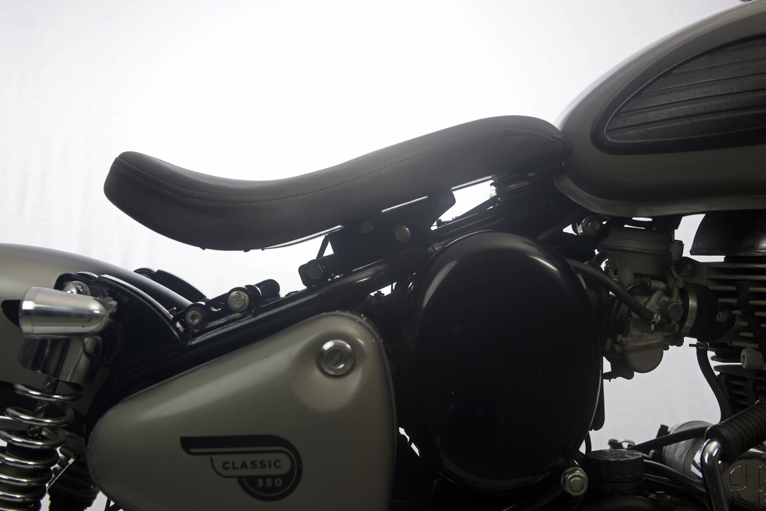 Adjustable Bobber Seat - Suitable with Stock Pillion Seat for Classics/Electra/Standard
