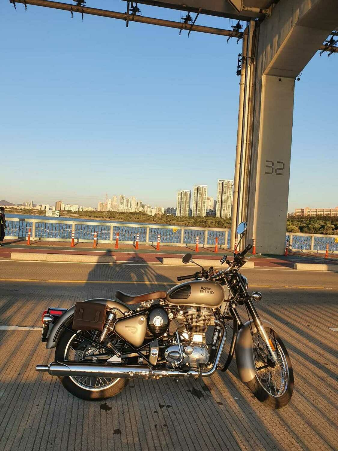 Bobber Seat - Suitable with Stock Pillion Seat