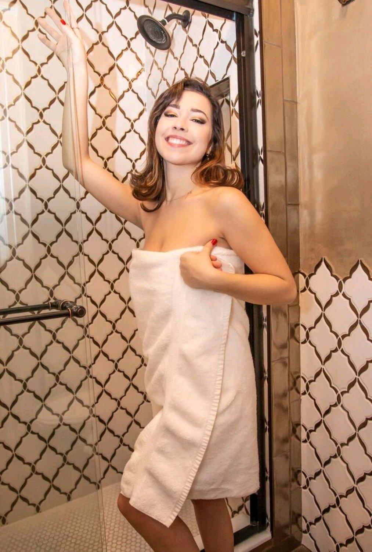 Alli Peach - Shower Set and Video