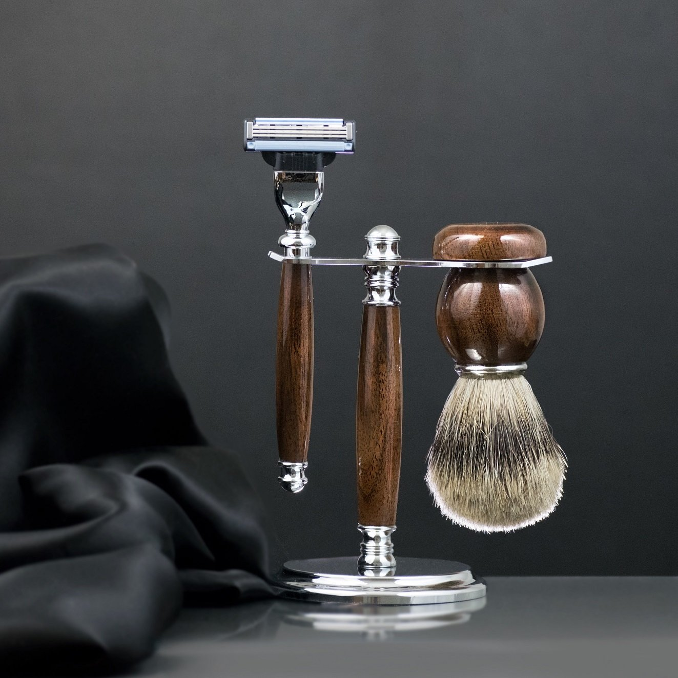 Men's Shaving Set - Wood and Chrome Stand