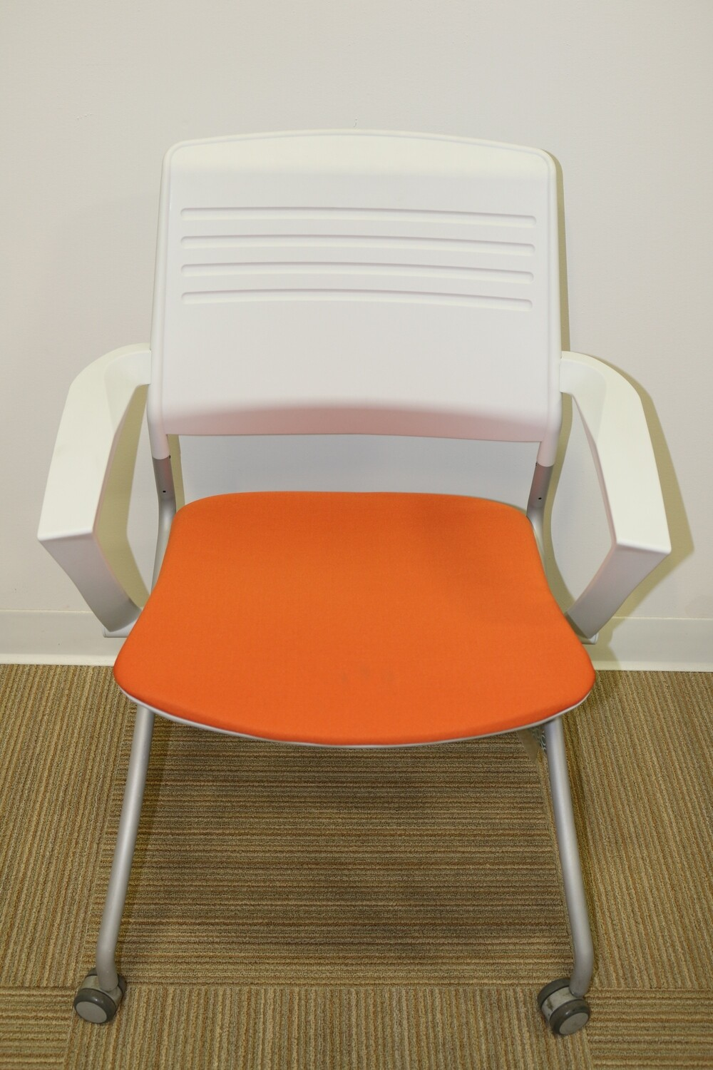 Switch Mobile Nesting Arm Chair